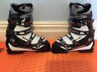 Salomon size 28 ski boots. Good condition.