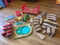 Thomas wooden train track and accessories - 143 pieces