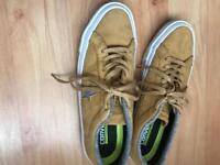 Unisex Converse All star shoes, size 6.