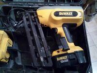 Dewalt nail gun DC618 + battery case & 30min fast charger