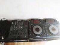 2 x Pioneer CDJ 900 1 x DJM 800 - USB/CD Decks and DJ Mixer - Fantastic condition
