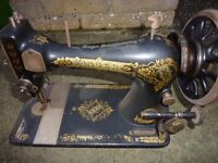 ANTIQUE SEWING MACHINE. SINGER, MAGNIFICENT EXAMPLE OF BRITISH ENGINEERING, IN WORKING ORDER.