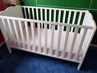 White toddler bed with mattress 120 x 60