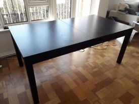 Extendable wooden extendable dining table w/ 8 chairs - very good condition