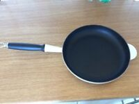 Le Creuset pan 26 cm used in excellent condition cream