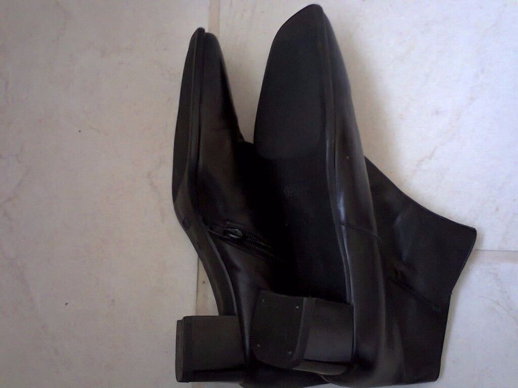 Black size 7 leather ankle boots.... BARGAIN !.......NEW