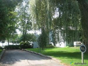 725 000$ - Maison 2 étages à vendre à Iles-Laval