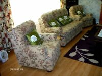 3 THREE PIECE SUITE 3 SEATER SOFA +2 ARM CHAIRS AS NEW