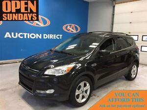 2015 Ford Escape SE, LEATHER, PANO ROOF, NAV, BACK UP CAM! FINAN