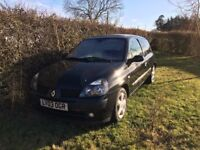 Renault Clio - Damaged Engine. Looking to Sell or Break for parts!