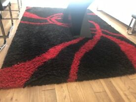 Rug- XL shaggy red & black