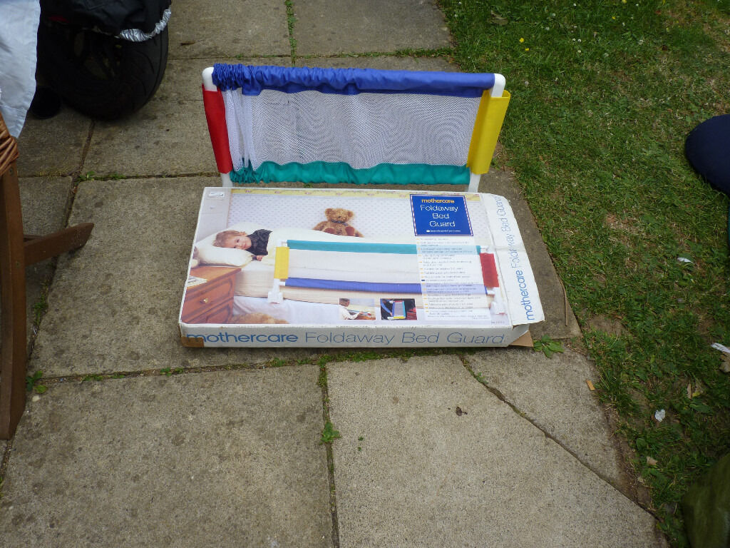 mother care childs bed guardin Witney, OxfordshireGumtree - mothercare childs foldaway bed guard extends to 42ins as new box a bit worn