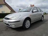 FORD FOCUS 1.6 GHIA 5 DOOR HATCH BACK brand new MOT and low mileage Perfect drive