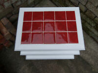 Nest of tables in white with red tile inlay L55XW40XH46cm