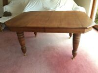 Antique Victorian Oak extending dining table & 6 chairs