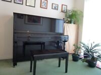 Upright piano in gloss black. As good as new.