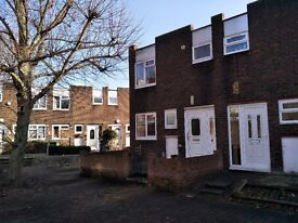 Nice and Quite 3 BED 1 Seperate Sitting Room House to rent in COLINDALE-- Furnished