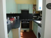 A WELL PRESENTED (1) ONE BEDROOM FLAT - WITH OWN TERRACE - CROUCH END - N8