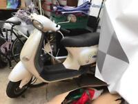 Vespa 50cc pearlescent white 3.7kmiles