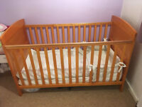 O BABY COT BED IN EXCELLENT CONDITION FOR SALE