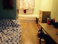 Twin bed in roomshare to let in flatshare at Hoxton & Behnal green