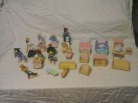 Wooden dolls house furniture, plus figures.