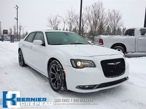 2015 Chrysler 300 S **TOIT PANORAMIQUE, GPS, CUIR + WOW!!