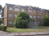 1 bedroom flat for rent walking distance to Lakeside Shopping Centre