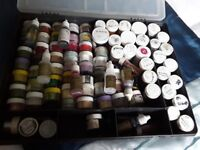 Powders and liquid colours