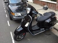 Black Piaggio VESPA GTS 125 SUPER ABS - FOR SALE (Low milage) ((Basically NEW))