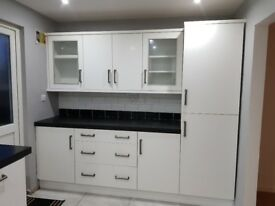 2 Bedroom Property to Rent/ Revamped with Brand New Kitchen