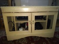 TV cabinet in great condition with Weels