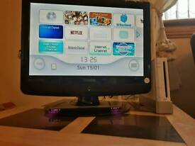 """For Sale 19"""" LCD TV & Wii consol with games & Wii fit £85"""