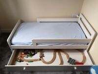 Toddler bed + mattress