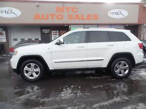 2012 Jeep Grand Cherokee Overland, 4WD, LEATHER, GPS, BACKUP CAM