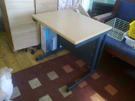 DESK : SMALL : GOOD CONDITION : PRICE REDUCED FOR QUICK SALE