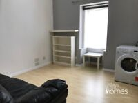 Large 1 Bedroom Flat In Palmers Green, N13, Great Location, Separate Kitchen & Living Room