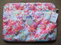 """BRAND NEW - 15"""" Kipling Laptop – Garden Happy – RRP £34"""