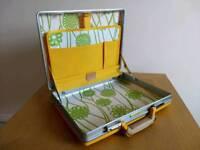 Retro vintage Samsonite attache case