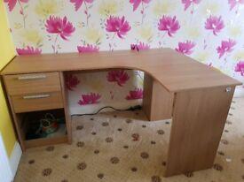 Oak wood corner desk