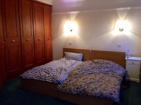 Amazing EN SUITE room in Ealing Common!!