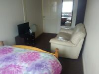 Fully furnished all inclusive rooms x3 available £100 per week deposit £100