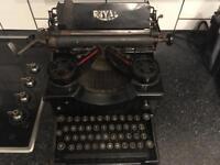 Royal 10 Antique 1910 typewriter Retro
