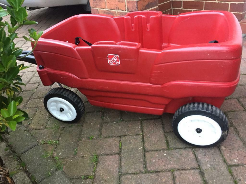 Step 2 Neighbourhood Wagon for toddlers with belts