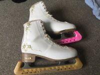 Size 7 womans figure skates