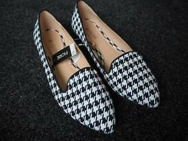 Brand new houndstooth pumps, size 6