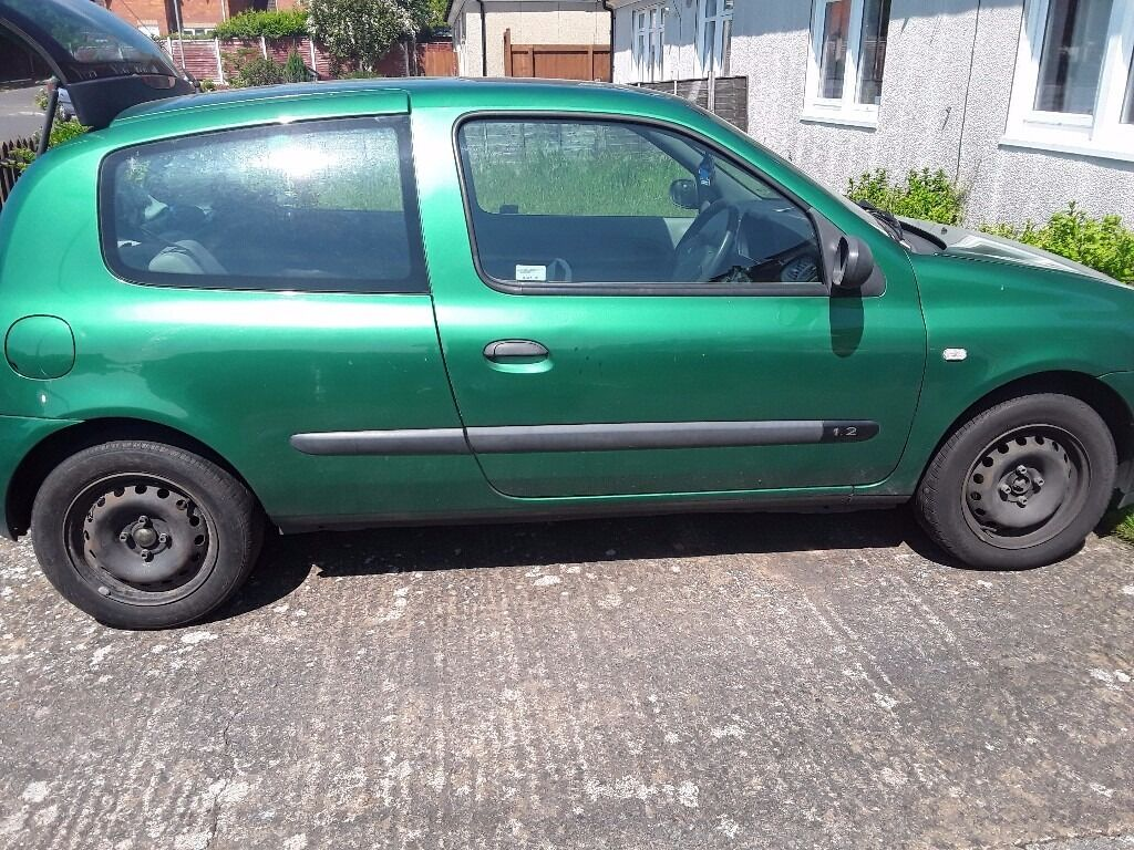 I have 2 clios for sale both 1.2 2 cars for £400
