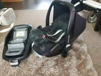 Maxi-cosi pebbles car seat with family fix base and sheep skin liner