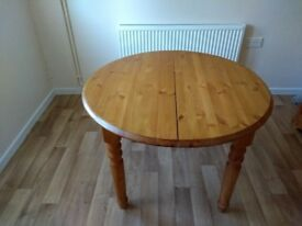 Solid pine dining table. Can be extended with fold away centre piece.