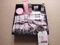 ( New ) Jack Wills Blanket Scarf Gift set